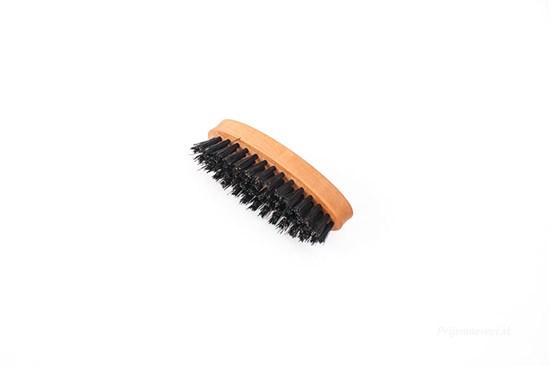 Kefa na bradu a fúzy z hruškového dreva